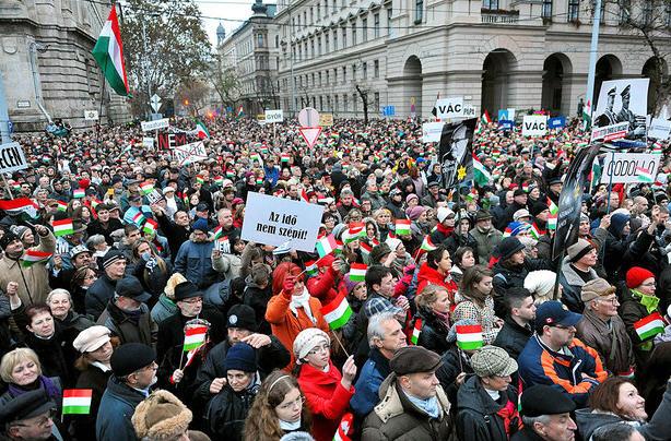 Anti-Nazi demonstration / Népszabadság /  János M. Schmidt