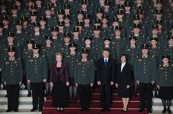 In the front row Márta Mátria (Fidesz MP), the new Sargeant-at-Arms, and László Kövér, the spaker of the House