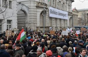 Demonstration in front of Fidesz headquarters / HVG Photo by István Fazekas