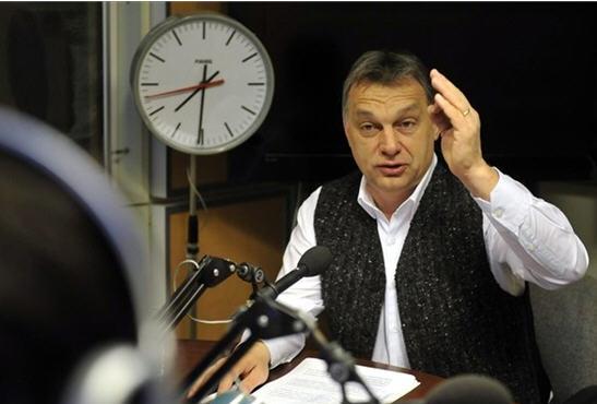 Orbán imitates members of the Magyar GárdaPhoto MTI / Attila Kovács