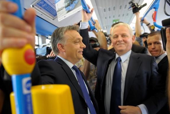 A jocular conversation between Prime Minister Viktor Orbán and Mayor István Tarlós Világgazdaság / Photo by Katalin Darnay