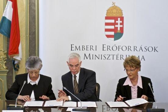 Mrs. István Galló, leader of the Teachers' Union, Zoltán Balog, and Rózsa Hoffmann, January 2013