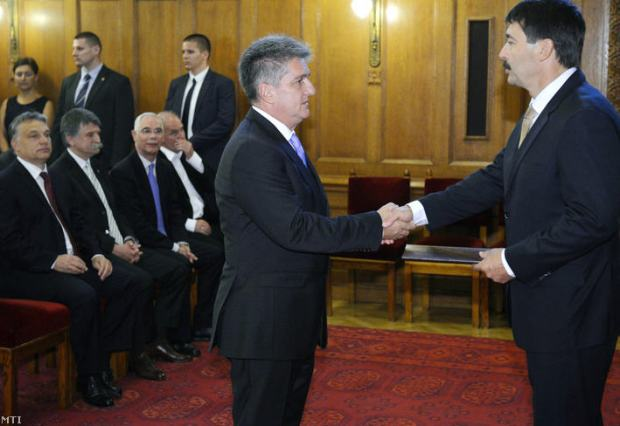 President János Áder shaking hands with László Tasnádi, the new undersecretary / Photo MTI