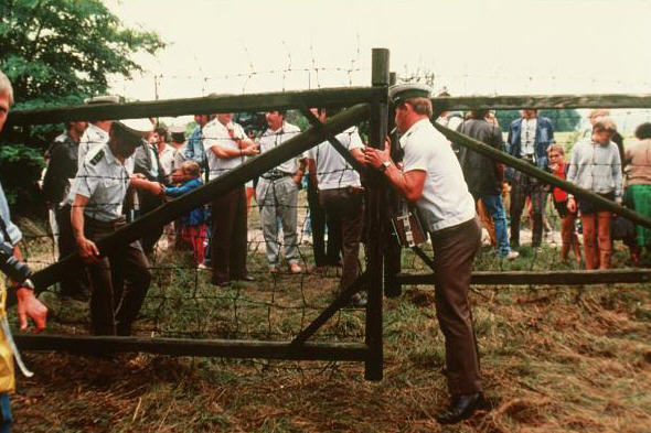 Hungarian border guards open the gate to freedom